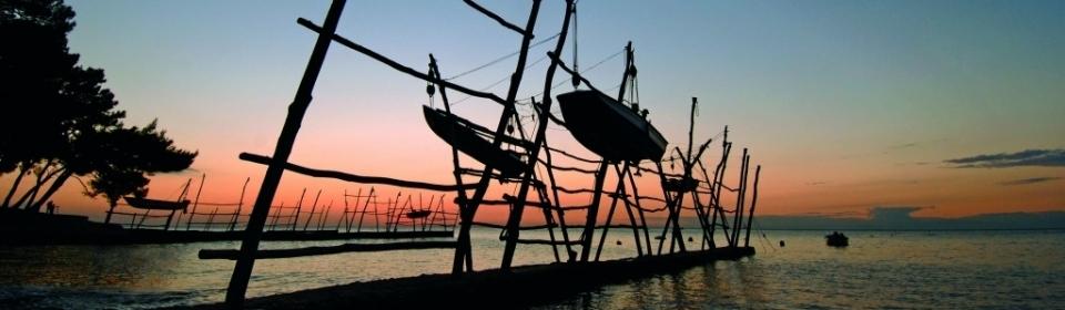 Riviera Umag - hängende Fischerboote und Sportzentrum Istriens