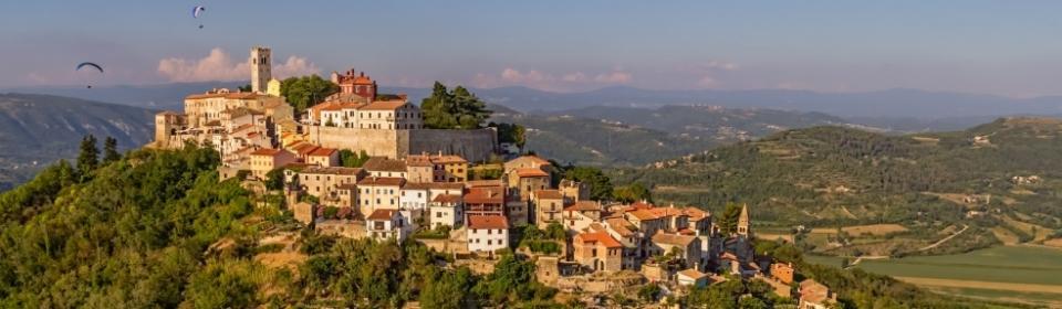 Motovun - romantisches Bergstädtchen im grünen Istrien